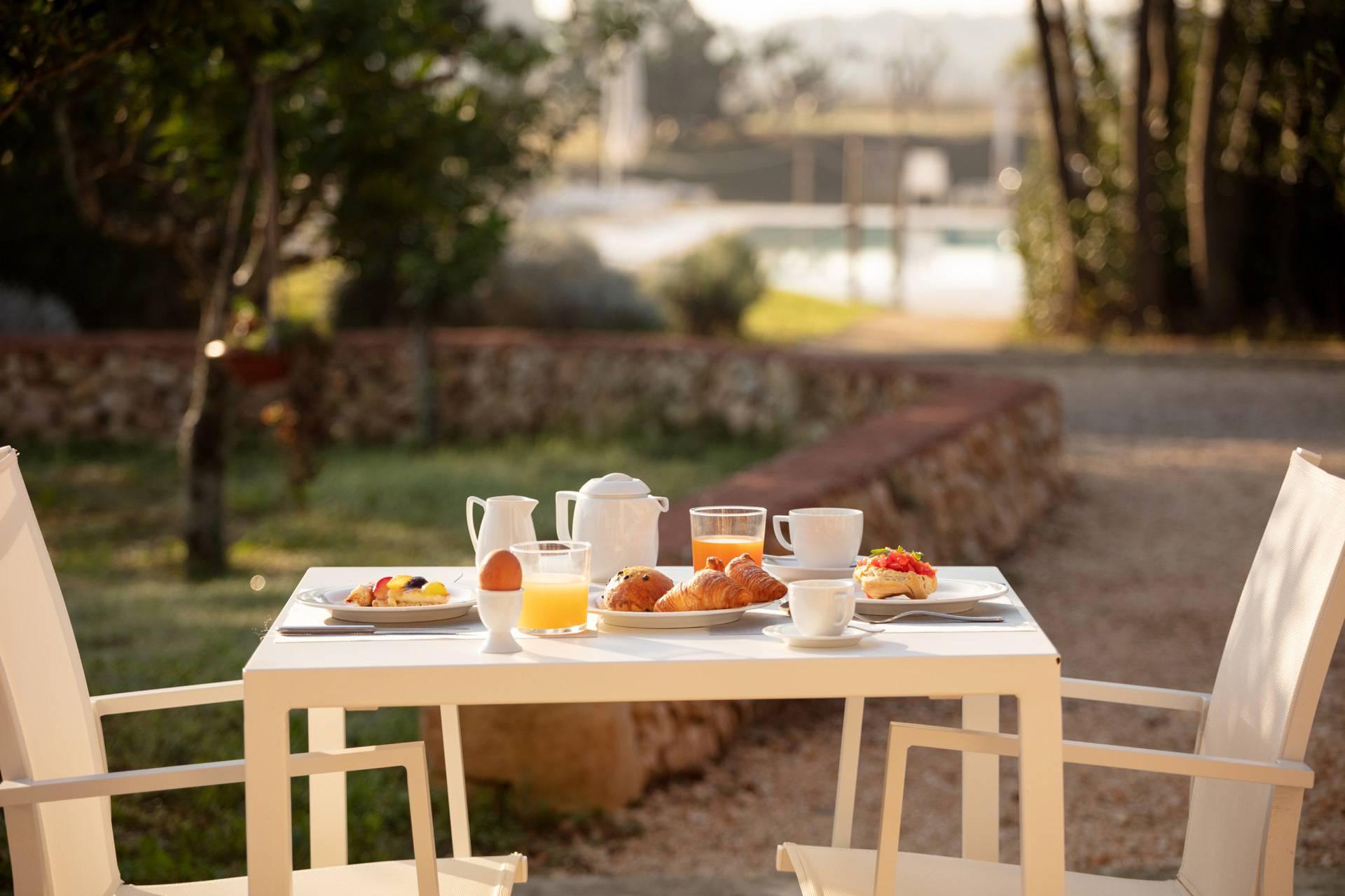 Colazione a Masseria Mongiò a Baia dei Turchi, Otranto